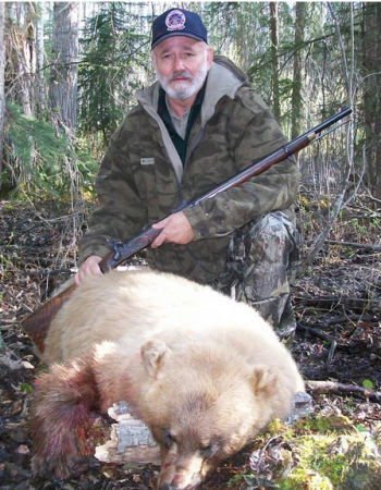 Alberta Hunting Outfitters – Moose Rut Hunts and Spring / Fall Black Bear Hunting Trips Packages