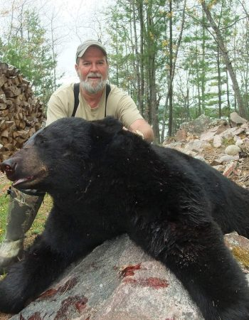 Canada Hunting Outfitters – Ontario Quebec Hunting Trips for Black Bear, Whitetail Deer and Moose Trophy Hunts in Canada.