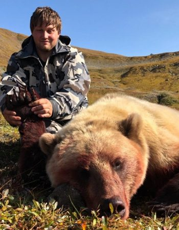 Stoney River Lodge – Alaska Hunting Outfitters for Guided Grizzly Brown Bear Hunts, Caribou Hunts and Black Bear Hunts.